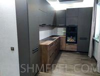 Угловая кухня с пеналами